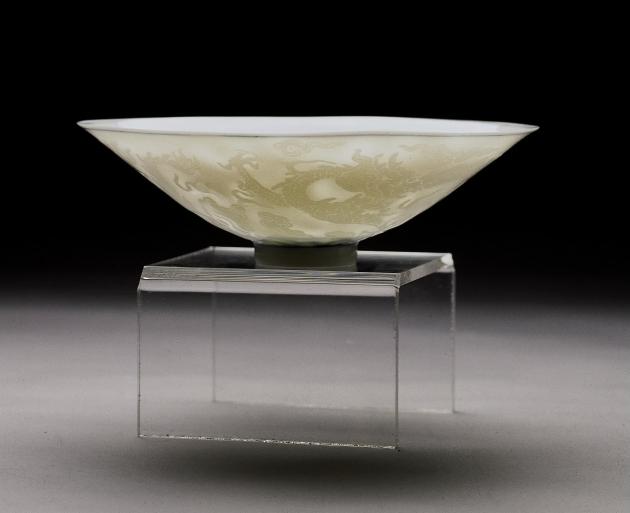 浮雕龍鳳程祥薄胎碗 2