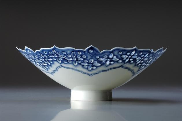 透雕青花蓮瓣薄胎碗 2