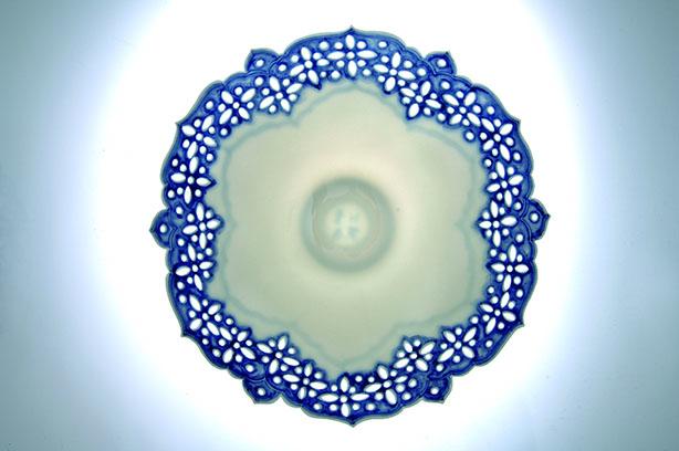 透雕青花蓮瓣薄胎碗 4